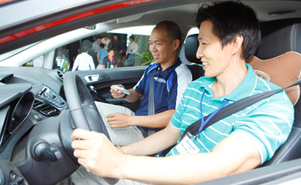 Bảo hiểm tai nạn người ngồi trên xe là bảo hiểm đối với thiệt hại về thân thể, tính mạng người lái xe và hành khách đi xe