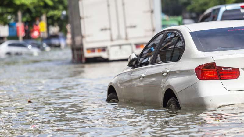Bảo hiểm Thủy Kích hỗ trợ trong trường hợp xe bị ngập nước